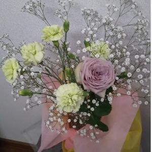 道の駅ってお花も人気、今週のお花は道の駅で買ったかすみ草を追加