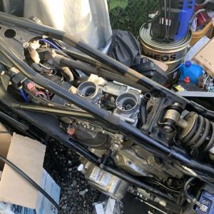 XZ400のインシュレータのひび割れを埋める作業 ところでインシュレーターって何?