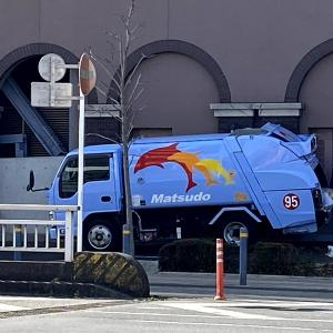 松戸市のゴミ収集車 イルカペイント