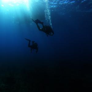 沖縄の有名ダイビングスポット「青の洞窟」とは