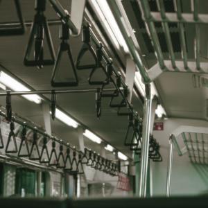【緊急事態宣言解除】の通勤時間の三密はどう対策すれば良いのか?満員電車はすでに発生している件