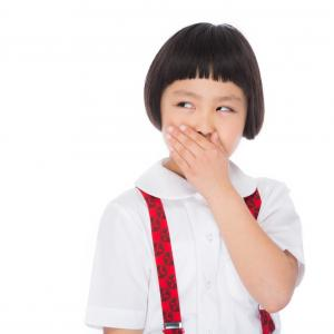 【梅雨と夏を乗り切れ】マスクが臭い!原因と解消方法とおすすめアイテム紹介します。