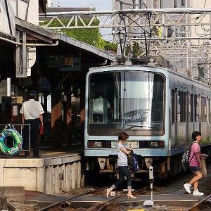 7/9 THU. 江の島付近を行く、江ノ島電鉄の車両たち。