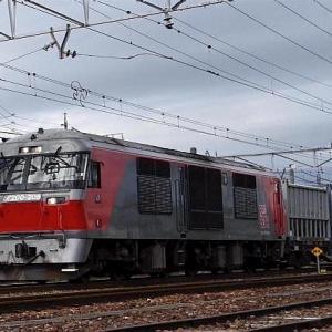 JR貨物 DF200がコンテナ貨物を牽引