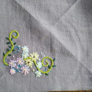 小さな花の刺繍