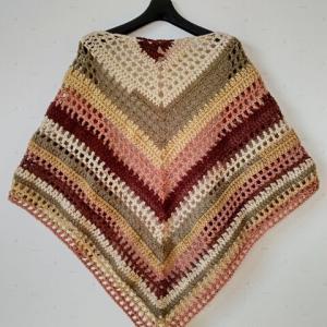 百均毛糸で良い感じの三角ショール編めました。