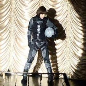 【芸能】釈由美子、19年前とサイズ変わらず!「ゴジラ×メカゴジラ」のボディスーツ完璧に着こなす