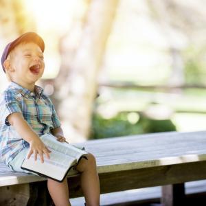 子どもは1日、400回笑う