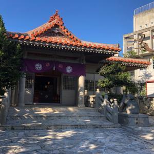 琉球八社 識名宮は本殿裏の洞窟内に社殿があった