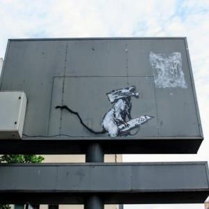 【パリで盗まれたバンクシーのネズミ】犯人はバンクシーから指示されたと供述【バンクシーが否定】