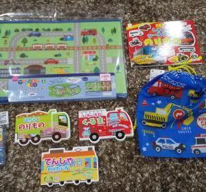 【おうちで遊べるダイソーのおもちゃ】乗り物シール、絵本、プラレールトランプ、可愛いおもちゃ箱