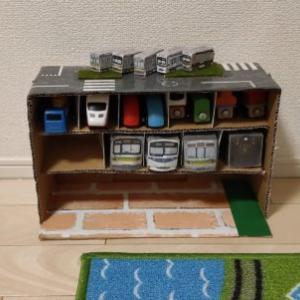 おもちゃの収納棚を段ボールで作る☆電車や車のおもちゃを楽しく遊びながら片付け