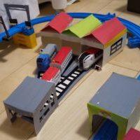 電車のおもちゃ用の車両基地と車庫【牛乳パックで簡単手作り】子供が楽しく遊べる