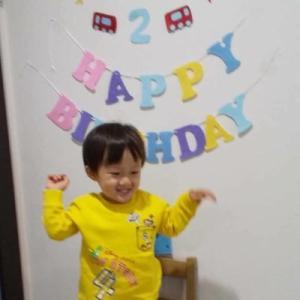 子ども2歳の誕生日【記念のフォトブースを作る】2歳児にあげるプレゼントや料理は!?