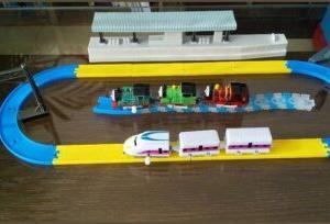 カプセルプラレールのトーマス【一緒に遊べるおもちゃはあるの!?】格安で揃えられる電車のおもちゃ