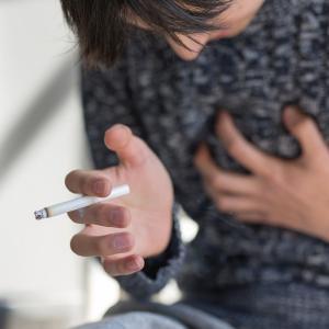 「今こそやめるべき」タバコとコロナウイルスの関係