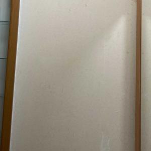 玄関の壁紙にペンキを塗りました