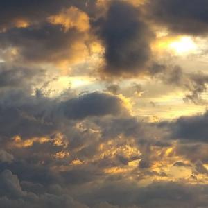 曇りの日の夕暮れ