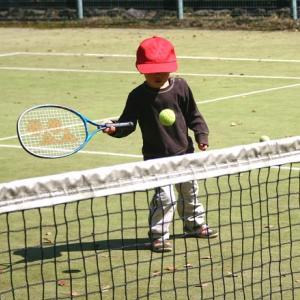 キッズ用のテニスウェアの選び方とおすすめの商品をご紹介!