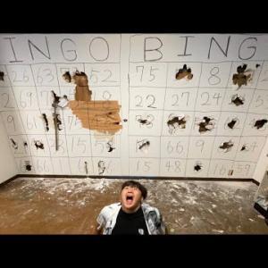 友達の家の壁にハンマーでビンゴ大会して穴開けてみた【ドッキリ】