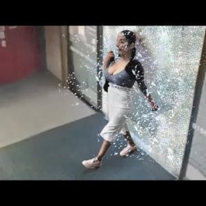 ガラスの強度が足りなかった30の瞬間映像