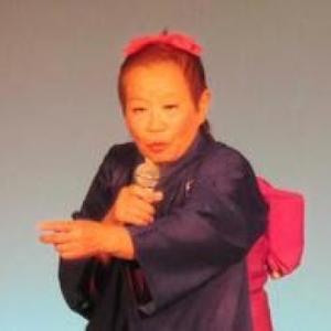 正司敏江さん死去 脳梗塞で 夫婦漫才「敏江・玲児」大きなピンクのリボンに着物で