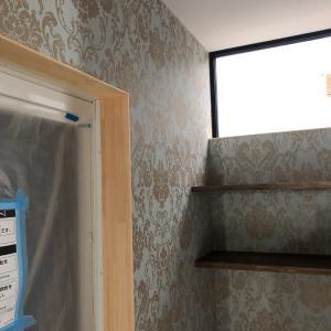 秋田市内の新築住宅で塗装工事に入りましたー