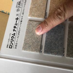 秋田県で県北の商業施設にて改装工事二日目に入りましたー