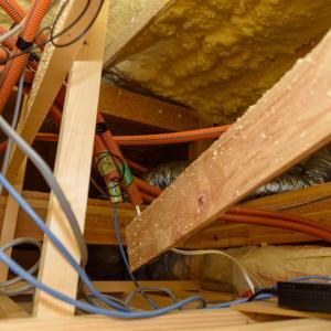 屋根裏から各部屋へ。新築時に考えたLAN配線用の空配管とネット環境