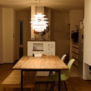 テーブルはDIYしてコストダウン - 配膳も片付けも楽々!キッチンと横並びのダイニング