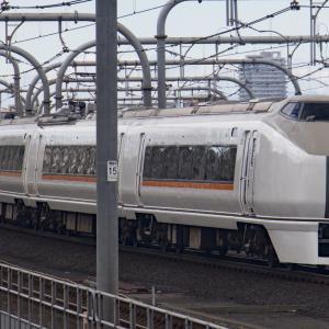 JR赤羽駅で特急草津(651系)を撮影