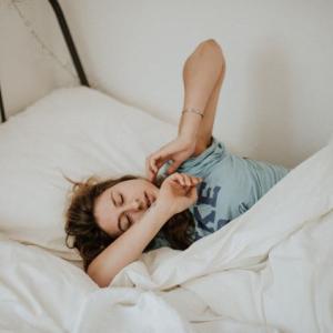 眠くて仕方がない 更年期症状?