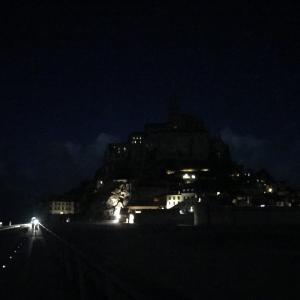 あの初夏のフランス旅振り返りシリーズ開始☆個人旅行ならモン・サン・ミッシェルは島内泊がオススメ!難易度高い駐車場攻略法と私の泊まったホテルご紹介♫