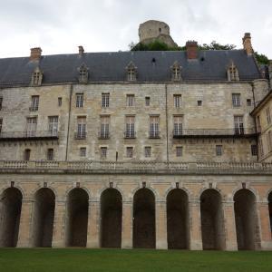 超個性的な増築シャトー、ラ・ロシュ=ギヨン La Roche-Guyonでダンジョン気分を味わう&ロマンティック・ポタジェ