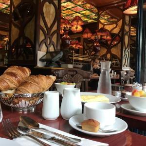 オペラ座近くのカフェ、ル・グラン・カフェ・カプシーヌ  Grand Café Capucinesで朝食してみた、その感想と反省。