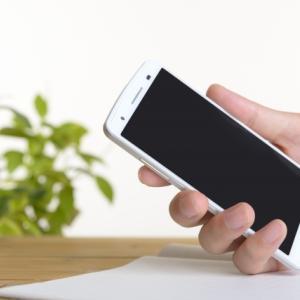 らくらくスマートフォンデビュー!機械が苦手な高齢者でも使いこなせる!?