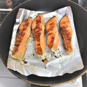 【主夫の日常】焼き魚をフライパンで焼くのもありです。