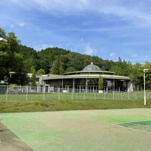 佐用スターリゾートはテニス、温泉、ひまわり、天文台と近場で盛り沢山で遊べます