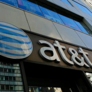 【AT&T】T 4700人リストラ削減、250店舗閉鎖へ