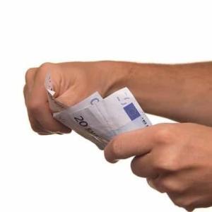 クレジットカードなしでキャッシングをした場合のデメリット。