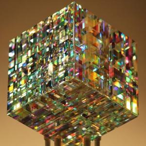 【Jack Storms】フィボナッチ比率で虹をガラス彫刻に閉じ込める
