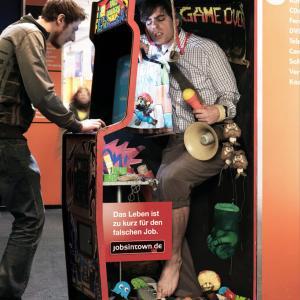 【間違った仕事には人生は短すぎる】ジョブズタウンの求人広告のデザインが遊び心があり過ぎる!