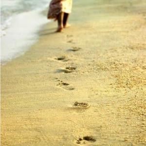 思い出の詩「砂の上の足跡」