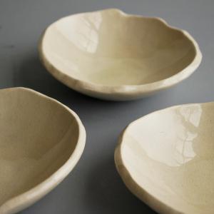 たたら作りの白陶小皿
