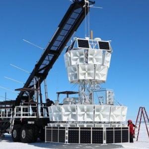 【研究】パラレルワールド(並行宇宙)の証拠か? 南極で氷から放出されたと思わしき宇宙線が観測される・・・!