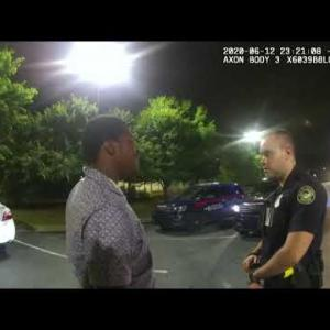 【米アトランタ】警察署長辞任 奪ったテーザー銃を警官に向けた黒人男性、射殺される・・・!!