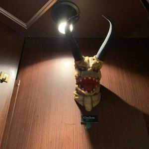 「ノアの神」像を発見〜怪獣酒場・川崎店 その3