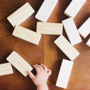 木片で精油の香りを楽しむ