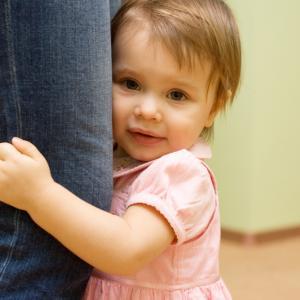 【育児の悩み】人見知りが激しい子どもも心配いらない!