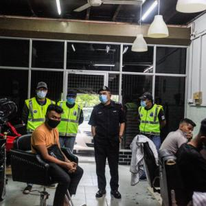 ヘアサロンが違法営業で摘発、13人が逮捕。行動制限令(MCO)違反 ペナン